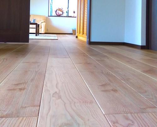無垢っぽい床材